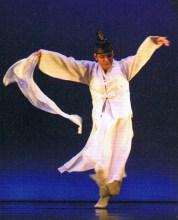 Yi Chuljin preforming Salp'uri ch'um