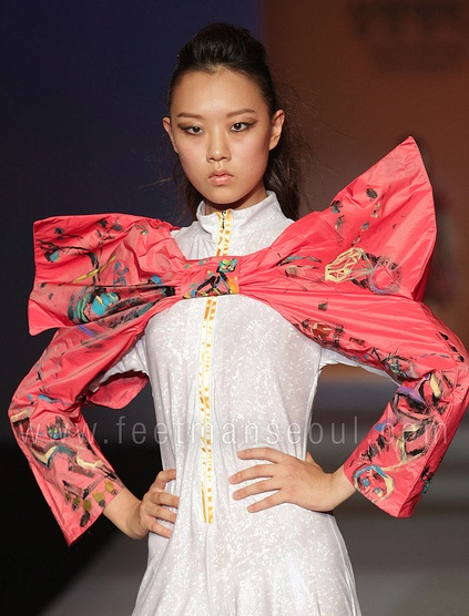 A design from Sangmyung University (상명대학교) fashion week