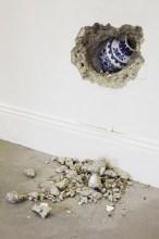 Hur Shan: Forgotten No 2 (2010). 160x450x30 cm. Concrete, plywood, timber, vase
