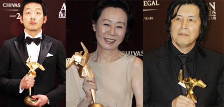 Ha Jung-woo (Best Actor), Youn Yuh-jung (Best Supporting Actress) and Lee Chang-dong (Best Director)