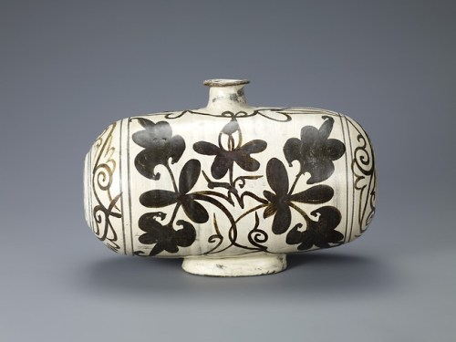 Drum-Shaped Bottle with Peony Decoration. Korean, Joseon dynasty (1392–1910)