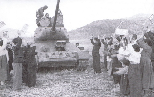 South Koreans greeting a Northern tank