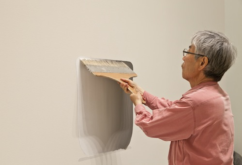 Lee Ufan making Dialogue—space (2011