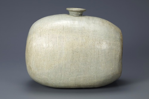 Drum-Shaped Bottle with Decoration of Rows of Dots. Mid-15th century. Leeum, Samsung Museum of Art, Seoul, Treasure no. 1423