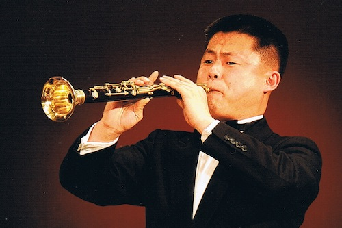 Kim Un-chol playing the Jangsaenap