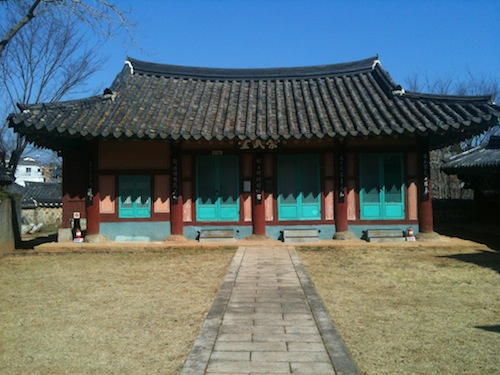 The Sungmudang administrative hall in the Chungryeolsa