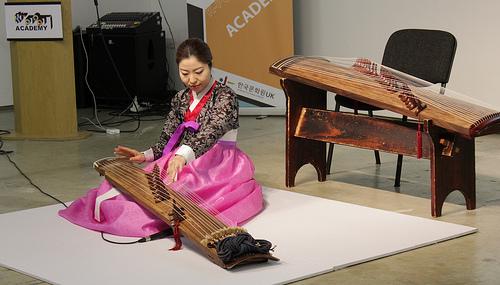 Jung-Ji-eun demonstrates the kayageum in the class on traditional Korean music