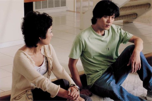 Ji-seok and Sunny in a quiet conversation at Sunny's house