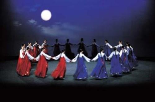 Ganggangsullae - a traditional Chuseok dance