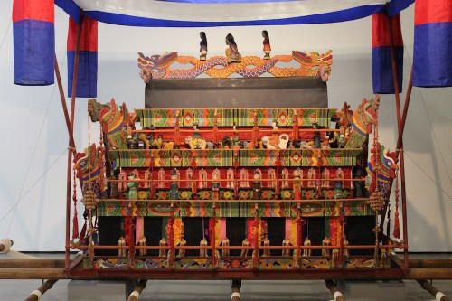 A reconstructed funeral bier lined with funerary figurines