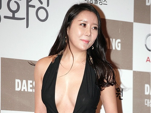Ha Na-kyung at the Blue Dragon awards