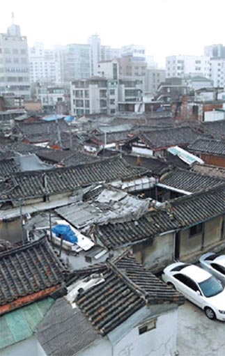 Aging hanoks in Chebu-dong, Jongno-gu
