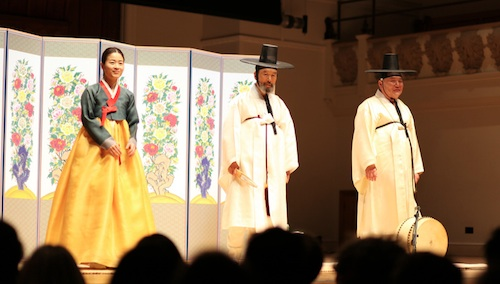 L to R: Lee Jaram, Pansori Master Song Soon-seop and Park Geun-young