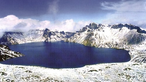 Cheonji Lake at the summit of Baekdusan