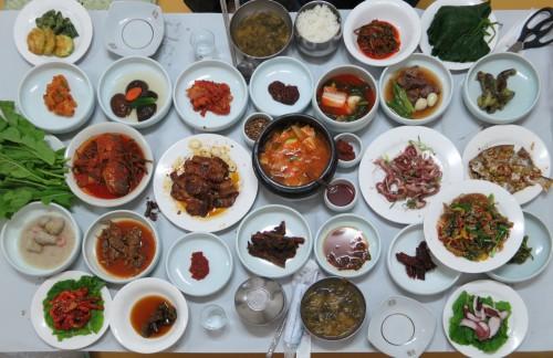 Hanjeongsik in a Suncheon restaurant