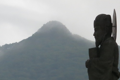 Heo Jun, compiler of the Donguibogam, and Pilbongsan peak in the foothills of Jirisan