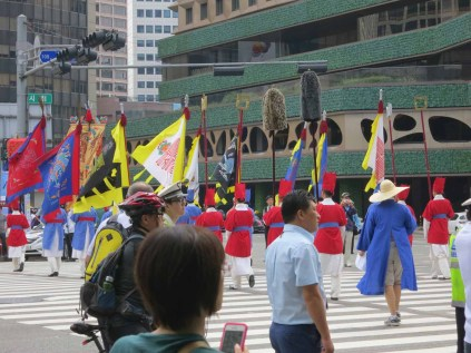 The Sajik Daeje procession Leaves the Deoksu Palace, crossing the road to Seoul Plaza