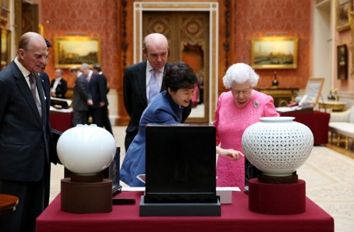 Viewing the royal collection of Korea-related items