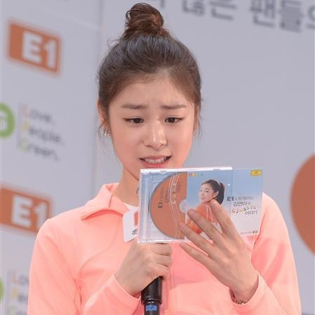 Yuna with DG CD