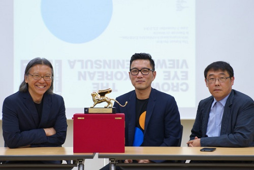 Bae Hyung-min (left), commissioner Cho Min-suk (center) and cocurator Ahn Chang-mo with their Golden Lion
