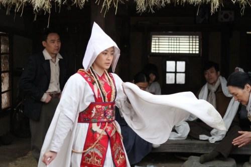 Ryoo Hyeon-kyeong as the young shaman Kim Geum-hwa