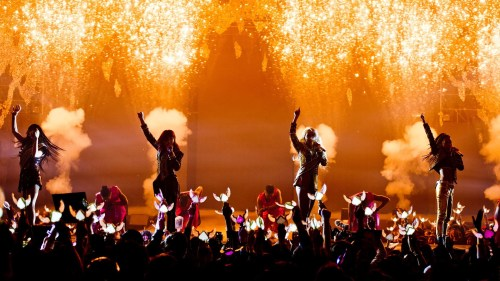 2NE1 performing Crush