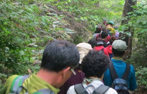 Traffic jam on the trail back down to Jungsanri