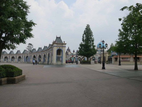 The entrance to Everland Theme Park