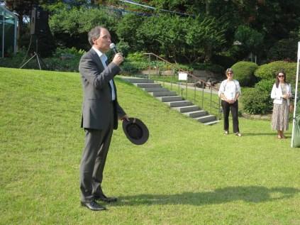 Ambassador Wightman gives the welcome speech