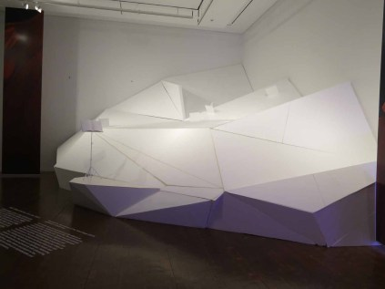 Ku Hyeyoung: Sincereness of the Tilted Stage (2014). Installation, variable size