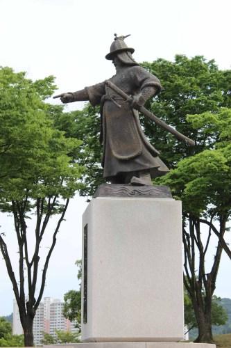 The statue of General Kim Si-min inside Jinju Fortress