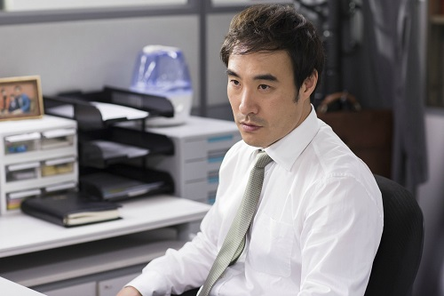 Bae Seong-woo as Manager Kim