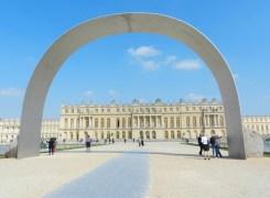 Relatum - The Arch of Versailles. Courtesy Lee Ufan studio