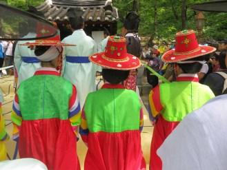 Daegwallyeong Sanshinje: the clothing of the female attendants adds colour