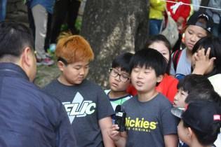 Daegwallyeong Guksaseonghwangje: some children getting interviewed for the press