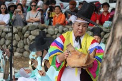 Haksan Seonangje: the shaman performs the rite
