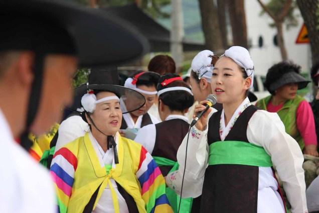 Hakran Seonangje: a second singer relieves the shaman