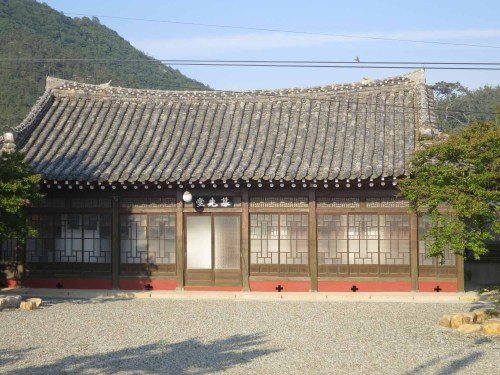 One of the outbuildings of Yun Du-seo's house