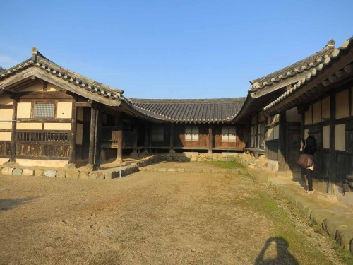 The main courtyard of Yun Du-seo's house