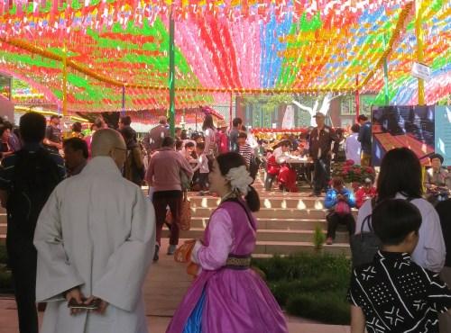 Crowds in Jogyesa