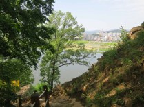 Walking Gongsanseong walls: descending to the Manharu pavilion