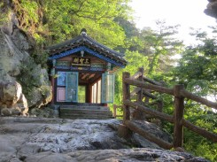 The sanshin shrine behind Goransa's main prayer hall