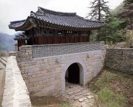 The third of the three gates of Mungyeong Saejae