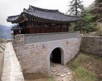 The third of the three gates of Mungyeong Saejae
