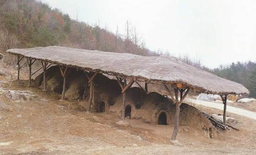 Joseon-yo, the 170-year-old kiln owned by potter Munsan Kim Young-sik