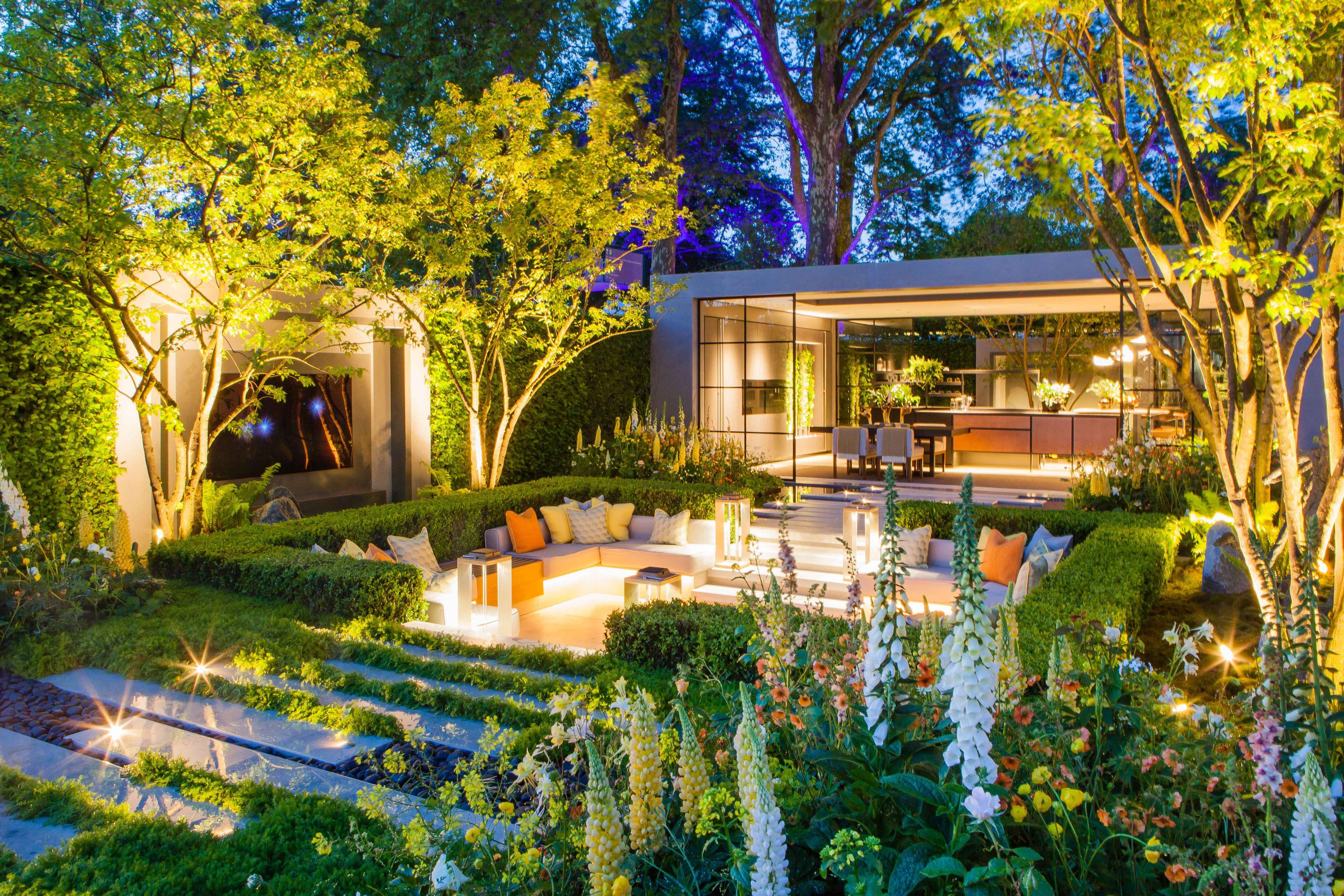 The garden at night (photo: LG)