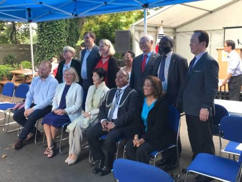 Team photo of Ambassador, Mayor, Councillors and other dignitaries