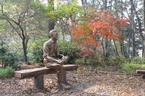 A statue of Min Byeong-gal (Carl Ferris Miller) in his arboretum
