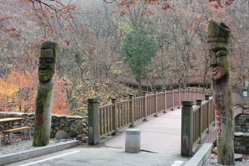 The start of the trail leading to the Smile of Baekje