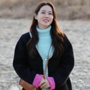 Yoon Seri shows off the layered knitwear look